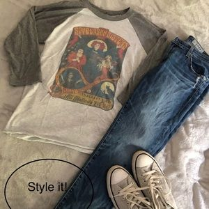Vintage raglan Sanderson Sisters t-shirt!